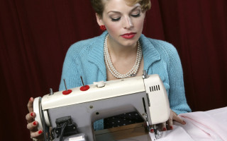 retro_sewing_girl_cropped