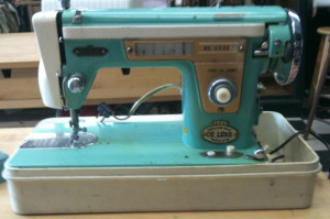 aqua_sewing_machine